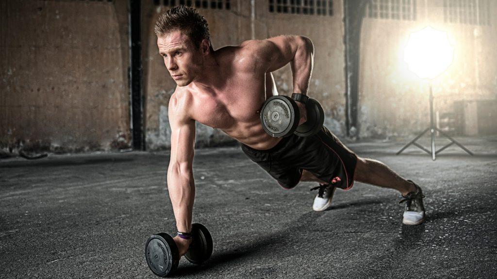 La musculation permet d'obtenir un corps de rêve.