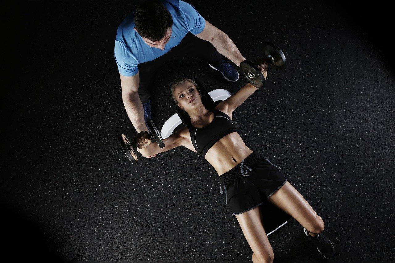 Le banc de musculation est un élément indispensable pour se muscler.